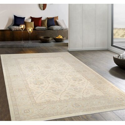 Ferehan Hand-Knotted Ivory/Silver Area Rug