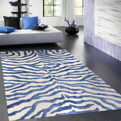 Edgy Hand Tufted Wool Navy/Beige Area Rug