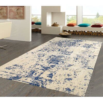 Hand-Tufted Beige/Blue Area Rug Rug Size: 4 x 6