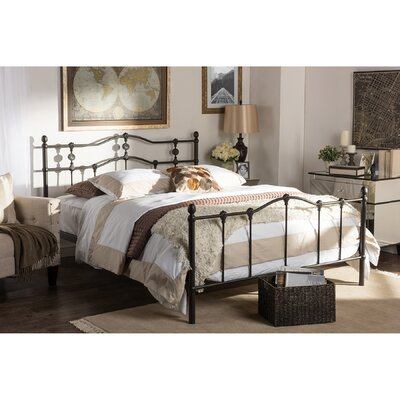 Cornwall Platform Bed Size: Queen
