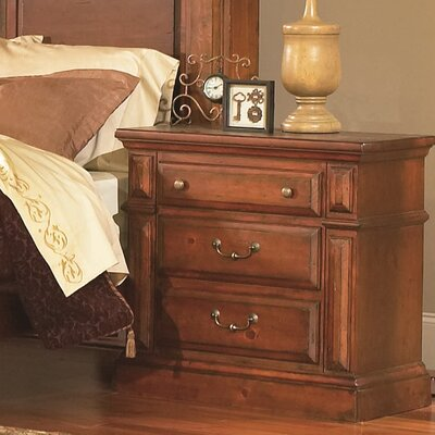 Torreon 3 Drawer Bachelors Chest Finish: Antique Pine