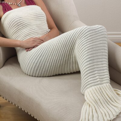 Roseanne Chunky Knit Mermaid Tail Design Throw Color: Ivory