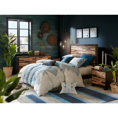 Tavarua Platform Bed Size: Queen, Color: Morocco Wood
