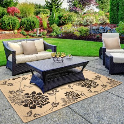 Jaya Stencil Chrysanthemum Beige Indoor/Outdoor Area Rug Rug Size: 23 x 39