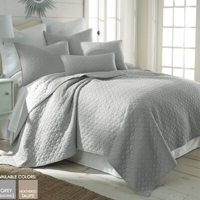 Bordeaux Reversible Quilt Set Size: Full/Queen, Color: Light Gray