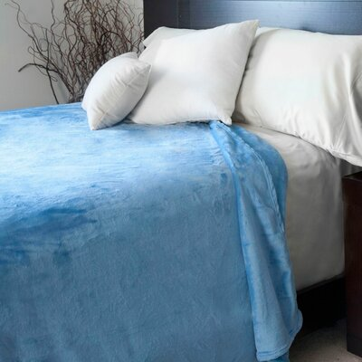 Throw Blanket Size: King, Color: Blue