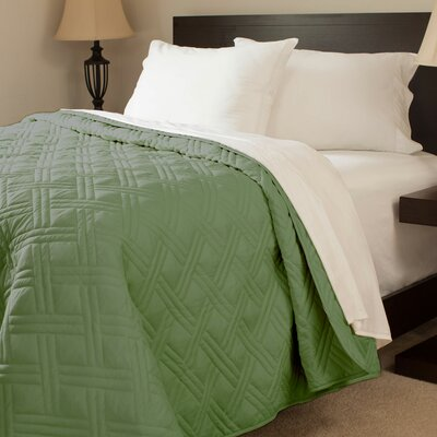 Summer Quilted Blanket Color: Green, Size: King