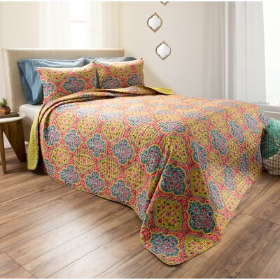 Lou Reversible Quilt Set Size: Full/Queen
