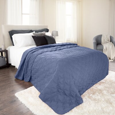 Mytsyk Solid Quilt Color: Navy, Size: King