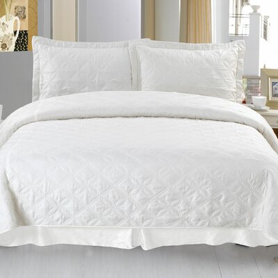 Andrea Embroidered Quilt Set Size: King