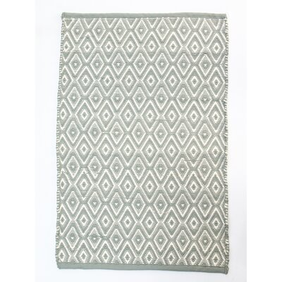 Boston Diamond Gray/White Indoor/Outdoor Area Rug Rug Size: 26 x 42