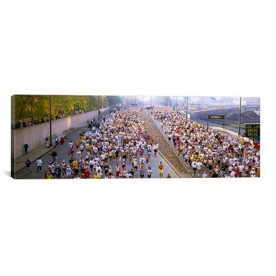 Panoramic Marathon, Chicago Marathon, Chicago, Illinois Photographic Print on Canvas Size: 20