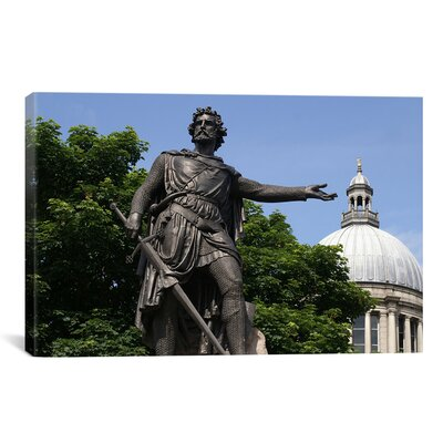 Political 'William Wallace Statue' Photographic Print on Canvas Size: 26