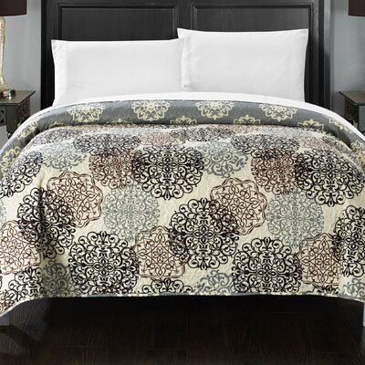 Burg Boho Inspired Reversible Print Quilt Color: Beige, Size: Queen