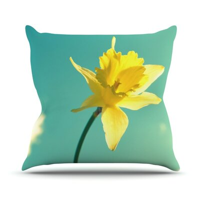 Daffodil Throw Pillow Size: 18