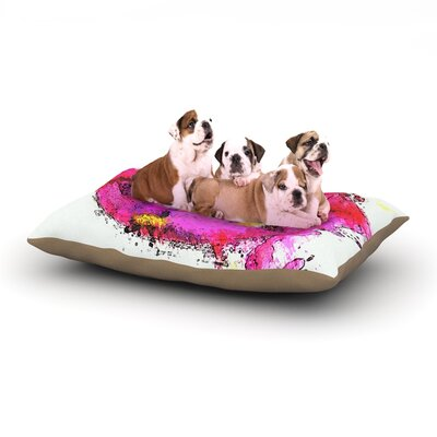 Kiss Me Dog Bed Size: 28 L x 18 W