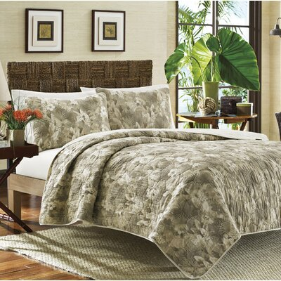 Hibiscus Haven Reversible Quilt Set Size: Full / Queen