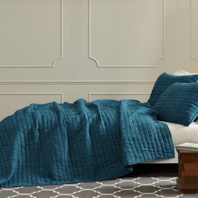 Rochelle Quilt Set Color: Aegean Blue, Size: Queen