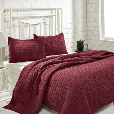 Rochelle Quilt Set Size: Queen, Color: Ruby