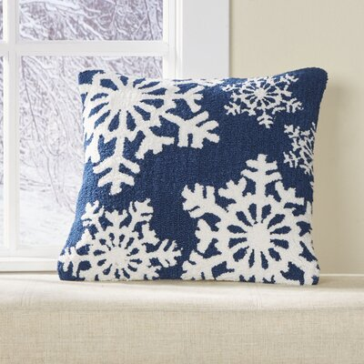 Flurries Hooked Pillow Cover Color: Blue