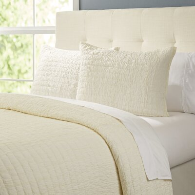 Rochelle Bedding Collection Size: Twin, Color: Cr�me