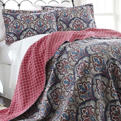 Cruise 3 Piece Reversible Quilt Set Size: Full / Queen, Color: Red