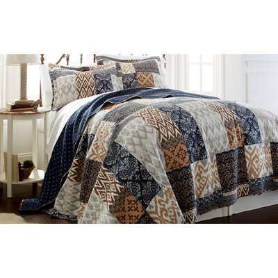 Laura Quilt Set Size: Full / Queen