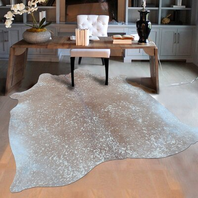 Elegant Luminous on Soft Camel Hand-Woven Colored Gray Area Rug