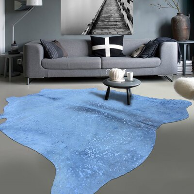 Graceful Luminous on Soft Hand-Woven White/Blue Area Rug