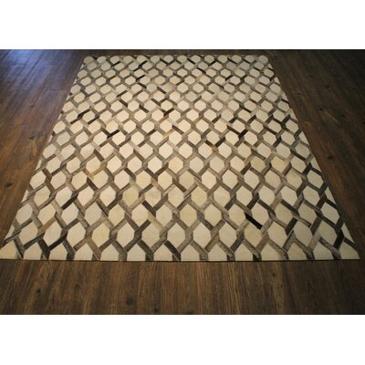 Omari Hand-Woven Gray/White Area Rug