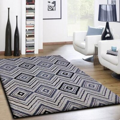 Mackenna Diamond and Square Handmade Gray/White Area Rug
