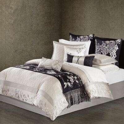 Wisteria 620 Thread Count 100% Cotton Flat Sheet Size: Queen