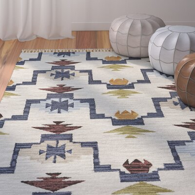 Pacifica Hand-tufted Blue/Ivory Area Rug Rug Size: 5 x 8