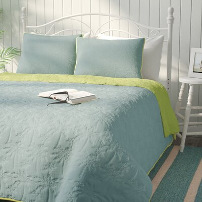 Yarra East Beach Reversible Quilt Set Color: Aqua, Size: King