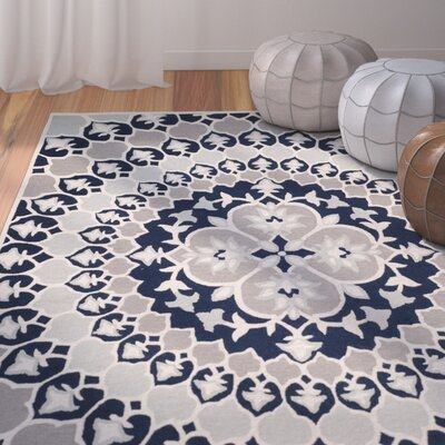 Bellagio Hand-Tufted Blue/Ivory Area Rug Rug Size: Round 5