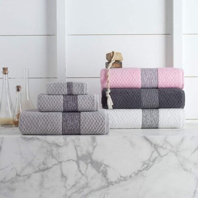 Vicente Bath Towel Color: Pink
