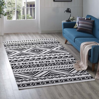 Shaun Geometric Moroccan Tribal Black/White Area Rug