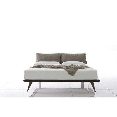 Piuma Upholstered Platform Bed Size: Queen, Color: Gray