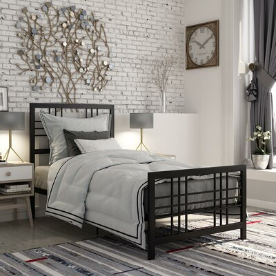 L�Eers Metal Platform Bed Size: Twin