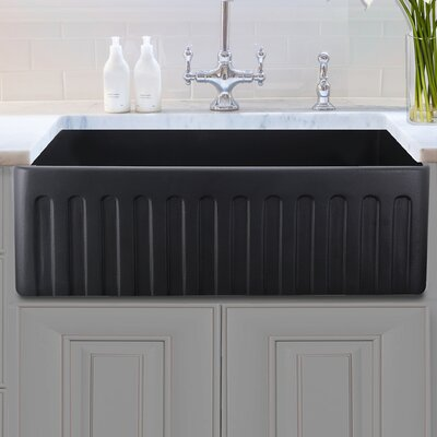 Vineyard Fireclay 29.75 x 19.75 Farmhouse Kitchen Sink Finish: Matte Black