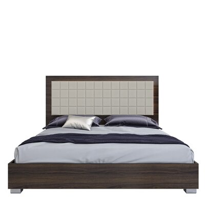 Granberry Platform Bed Color: Shadow Walnut, Size: King