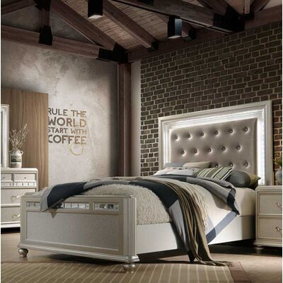Drage Light Panel Bed Size: Queen