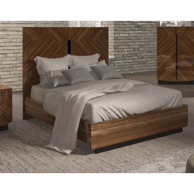 Alers Panel Bed Size: Queen