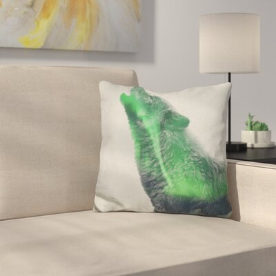 Wolf Howling in The Aurora Bore Throw Pillow