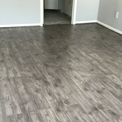 7 x 48 x 12mm Oak Laminate Flooring in Pebble Beach