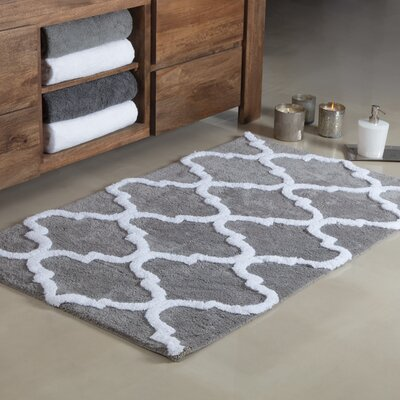 Otisville Quatrefoil Tufted Bath Rug Color: Gray/White, Size: Small