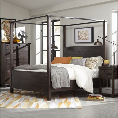 Crater Ridge Canopy Bed