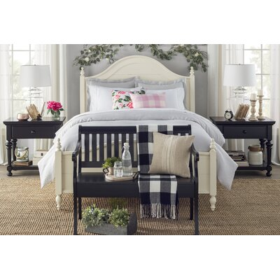 Reeves Bed Size: Queen, Color: White