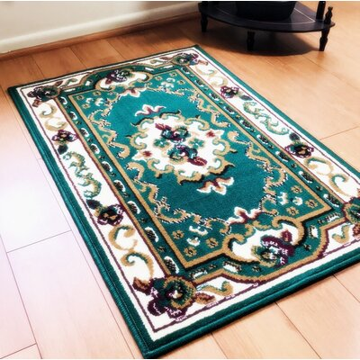 Edelina Traditional Green Area Rug Rug Size: Rectangle 8 x 10
