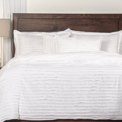 Tilda Duvet Cover Set Color: White, Size: King